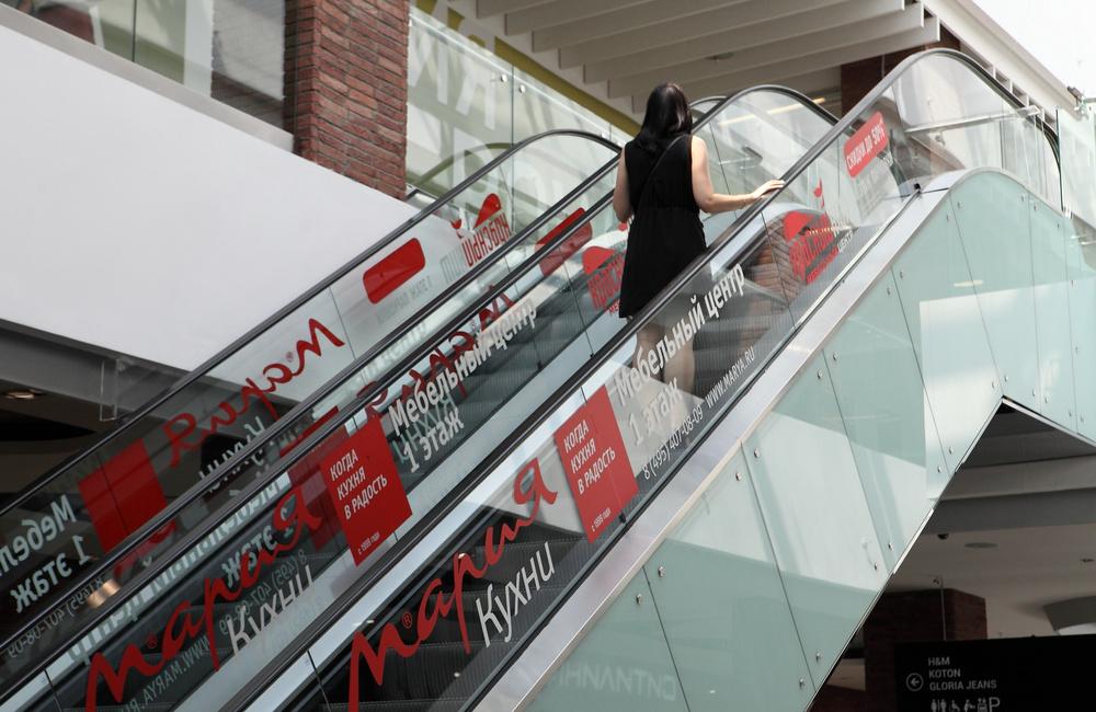Оклеиваем эскалаторы, фото