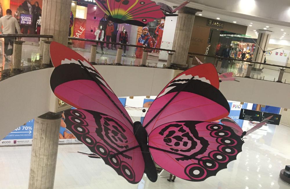 Большая декоративная бабочка, фото
